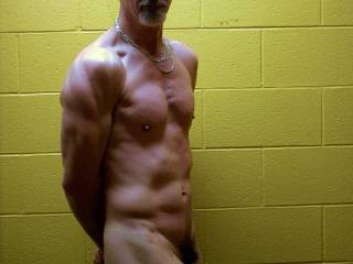 You look fucking HOT man.......I would LOVE to please you in ebery way!!