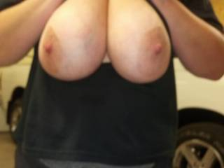 I'd love to have a little squeeze of the big beautiful tits. Very nice