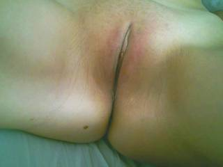 Gorgeous girl crack...I want to smell it then lick it as my nose rests against your asshole. I will inhale your womanly scent as I make you cum with my talented tongue:)
