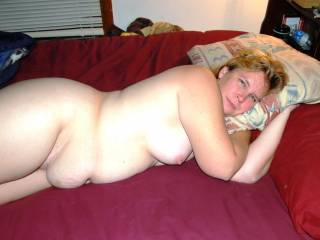 Great body, love the way her belly is sagging onto the bed...so sexy