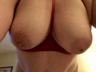 Love this view...who else would love being under her beautiful tits?