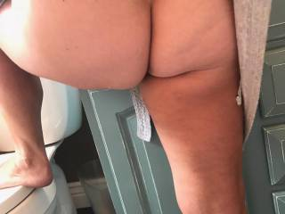 anyone wanna give her ass a good spanking