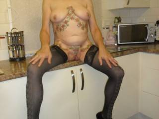 hi all chilling in the kitchen, dirty comments welcome mature couple