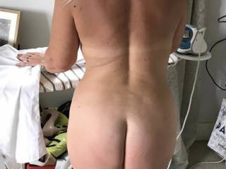 Naked ironing what would you do if you came home and found me like this?? 🤪
