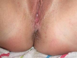That is one sweet, HOT and very inviting pussy!! Could enjoy licking and dicking it too!!