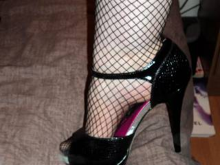 I'd love to shoot my hot spunk all over those sexy fishnets/FMSs!