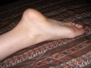 I would love to cum all over that beautiful foot !