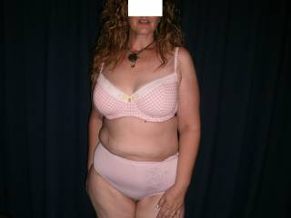 read my profile that would be me i love a full real womans figure gets my cock hard