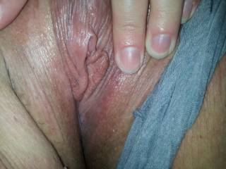 Oh yeah...would love to lick that beautiful clit and probe that delicious pussy with my tongue.