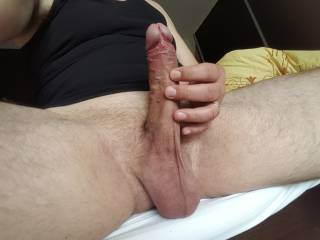I feel horny today. Who wants to kiss my cock? i want to fuck a hot pussy.