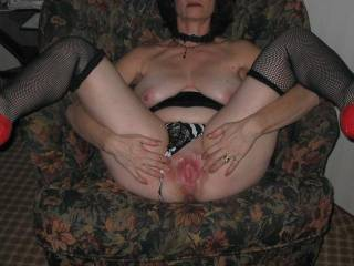 I'd tongue fuck and cock fuck that hot pussy till she couldn't take it anymore. What a sexy hot woman