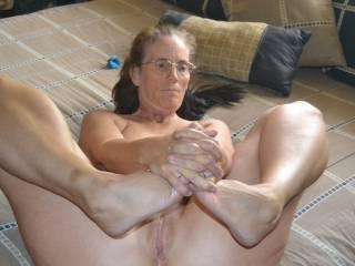 What an amazing mature woman with an amazing pussy that any man especially me would love to lick and fuck