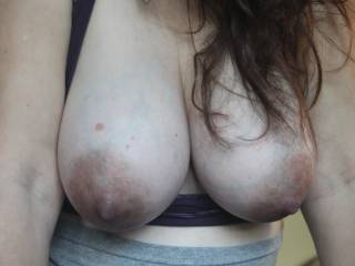 Mmm love big dark nipples for suckling and tugging, lean way over and lets see you hang those beauties way down