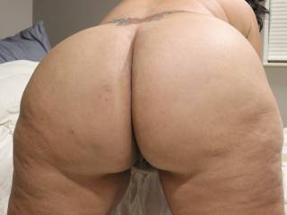 I would love to get a hold on your beautiful big booty and give it a good pounding.