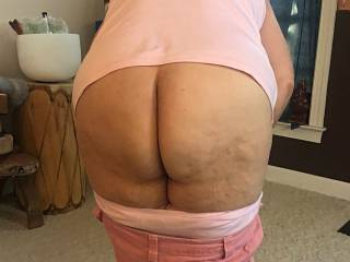 Wife showed me her ass.   I thought I'd show you!  She loves cum on it.