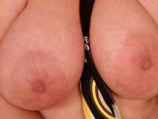 Just can't take my eyes off those beauties. Would just luv to get my hands and lips on them