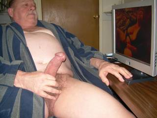 Can't help but stroke my cock watching you play with that hot pussy!