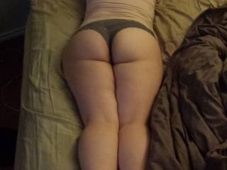 i will have my fingers tongue and cock in tht juicy phat sexy ass. let me land ths BBC deep in u