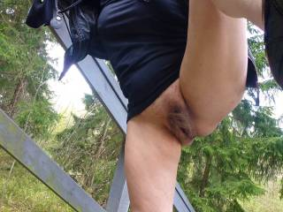 Pussy flash in a public park