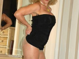 You are without a doubt the hottest mature woman on here..;)