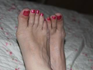I want to suck on those cute toes, and have you rub them all over my hard cock....