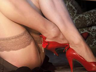 i see no panties!!! turn around and spread your legs so i can be a better look.