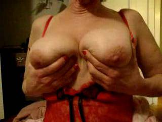 What a great set of titties. I liked them swinging and would like to see them hanging.