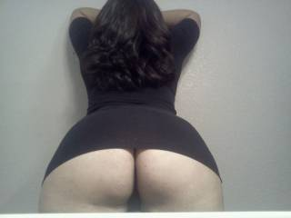 what a nice dark and curvy hair...
