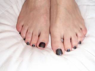 Absolutely beautiful! What I wouldn't give to be able to sniff, lick, suck and worship such hot sexy stunning feet n toes! Wow!
