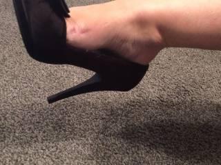 putting on my sexy heels