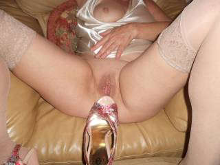 mmmm, love when women plays around her heels..mmmm, love to them over pussy..mmmm