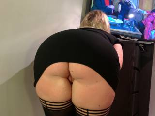 that arse is beautiful and the pouting pussy is even hotter !!!! what a stunning lady !!!