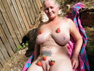 mmmm, id love to cum and feast on your love fruit.xxx   You look very tasty.mmmmmmmm   Slurps,licks n ksses xxxxx
