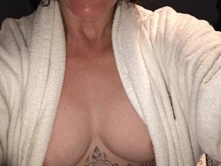 Who wants to pull open my robe and cum all over my tits? Been begging for a cum tribute but nobody has given me one yet! Don't you guys like my tits?? Cum on...please tribute me!!