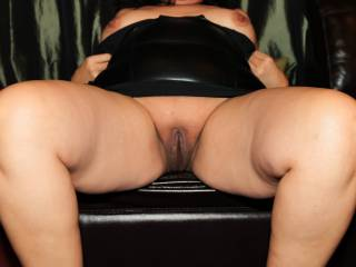 My thick, smooth, juicy pussy exposed!