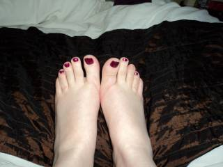 sexy feet, i'd love you to play with my cock until it's rock hard then i can fuck you properly, then maybe cum on your toes!