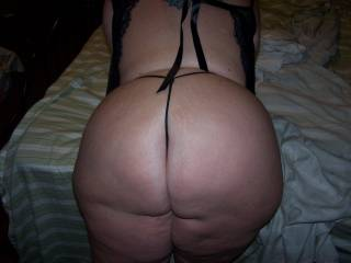 Dam now that is one nice thick Phat ass I sure would enjoy being behind you sexy lady Mmmmmmmmmmm