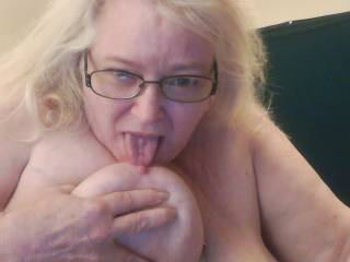 I love for you to send me some special picture like that sexy lady Mmmmmmm
