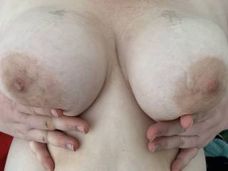 I love having a load blown on my tits!