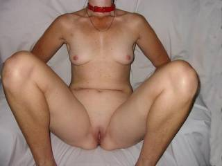 mmmmmmmmm nice shaved pussy and hot tits love your nipples