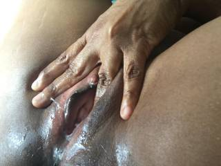 Lick my fingers and juicy pussy