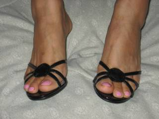my wf\'s sexy feet she is so good at FJ. I love when seh makes me cum all over mmm, any ladies out ther would like that?