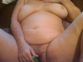 mmm love that bbw body love give you my tongue round your pussy and flicking over your clitty as you play