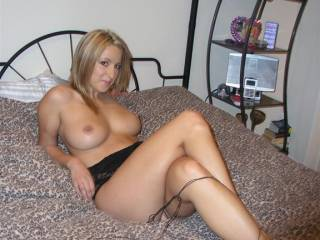 Mmmm love those big beautiful tits. I'd love to fuck them and squirt my hot cum all over them.