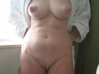 MMMMMMMMMMMMMM Polly you are soo hot and sexy, you look amazing. Your breast are beauitfull, and those nipples! My cock got hard with in seconds of see this pic.