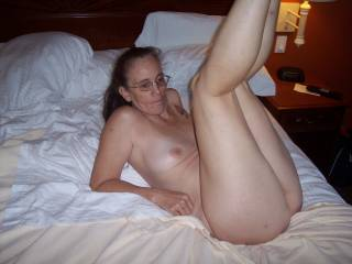 sexy, can you hold those legs open ? please mmm