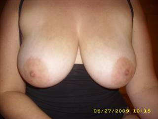 Yes, they truly are perfect tits. And how i would love to get a hold of them. ;-)