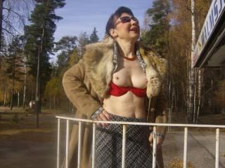 Sexy Milf outdoor boobs display