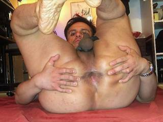 my fat ass and spread hole ready for ur strapon or dildos just pegg this hole!