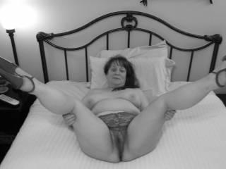 """Femme Sexuelle - Noir et Blanc Classique: """"Spreading My Legs For Your Cock!"""""""